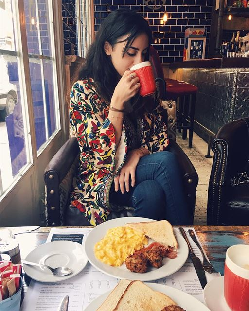Nour and her technicolor coat🌈.. sunday  breakfast  picoftheday ... (Oliver's Kitchen & Coffee Shop)