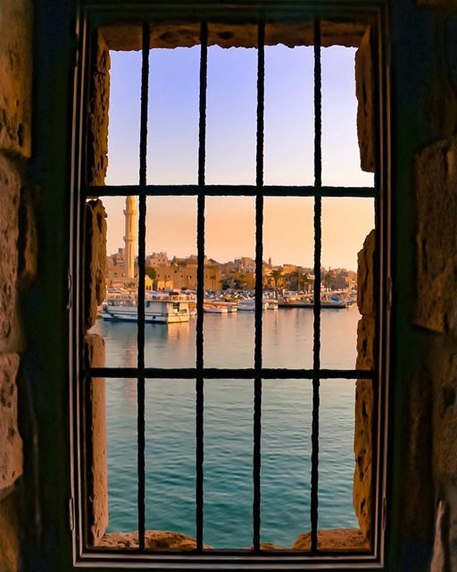 Would you choose living in an ugly house with a bad view, or would you... (Saida The Sea Castle)