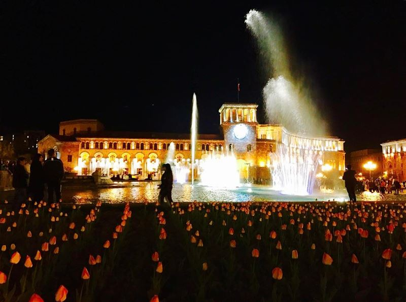 Yerevan at night! the city of arts its like an open air museum, here is... (Republic Square , Yerevan)