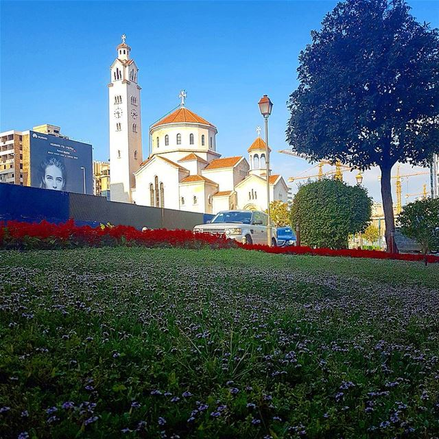 Goodmorning beirut from saifi with love❤❤❤ blessedsunday  grass  flowers ... (Saifi village)