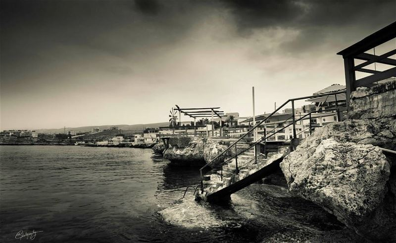 anfeh  north  lebanon  sea  stairs  cloudy  house  bw  nature  snapshot ... (Ta7t El Ri7 - Anfeh)