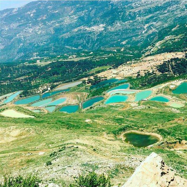 United colors of Knaysse 🌈 by @fadyjreissati  livelovehiking  trail ... (Jabal L Knaysse)