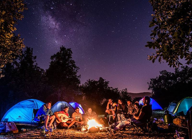 Good friends around a campfire is my idea of a great night out🌌🌲🔥..... (Akoura, Mont-Liban, Lebanon)