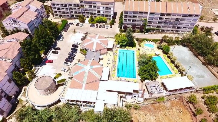 It's a beautiful day, don't let it get away ☀️🏊‍♀️🏊  ehden ... (Ehden Country Club)