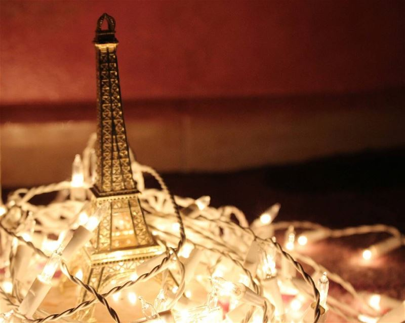 シAweSomeNesSツ.  canon   mycapture  lights  paris  parislover ...