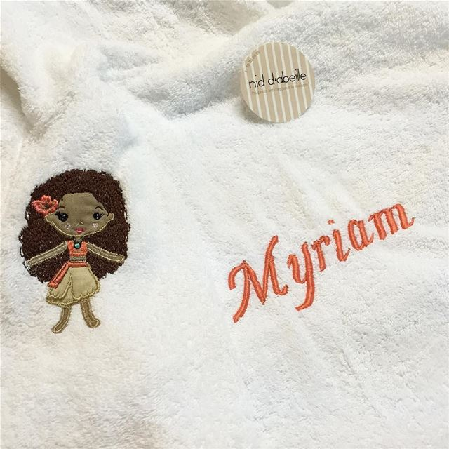 M like Myriam 🌸 Aloha! Write it on fabric by nid d'abeille  character ...