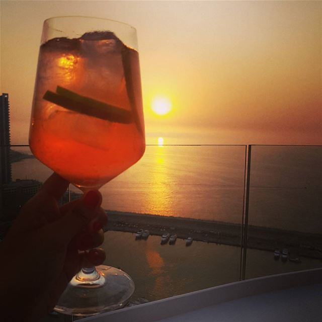 Cheers to an amazing lebanese sunset 🍸 LiveLoveLebanon  amazing ... (The Roof Beirut)