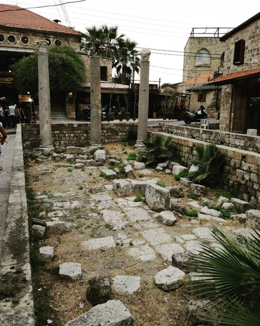 Vestiges of another era 🏛️  vestiges  roman  oldtime  byblos  lebanon ... (Byblos, Lebanon)