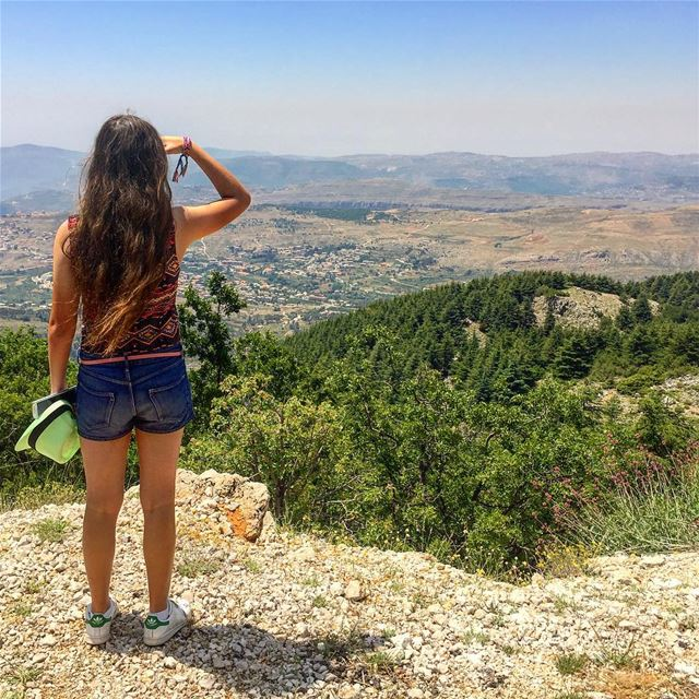 Stand still and admire the beauty of a country that never gives up💚 @yasmi (Arz el Chouf)