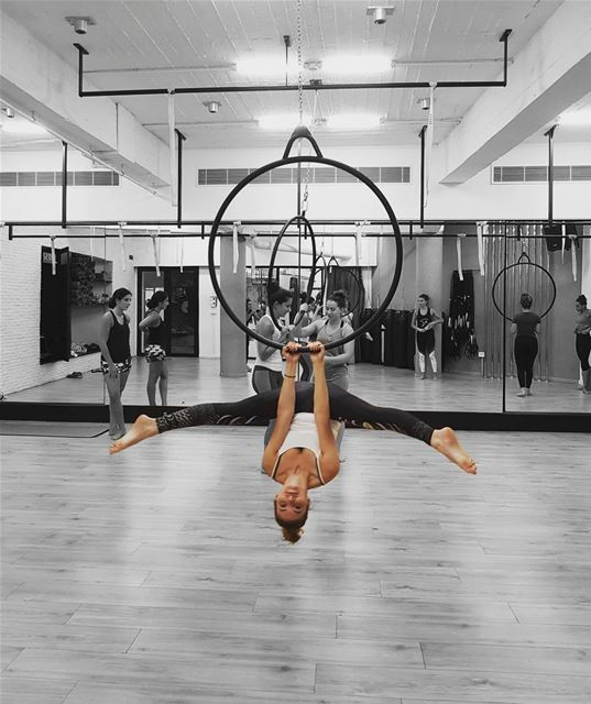 •Lyra the hoop• 🦊Another picture from the  workshop with  poledancer...
