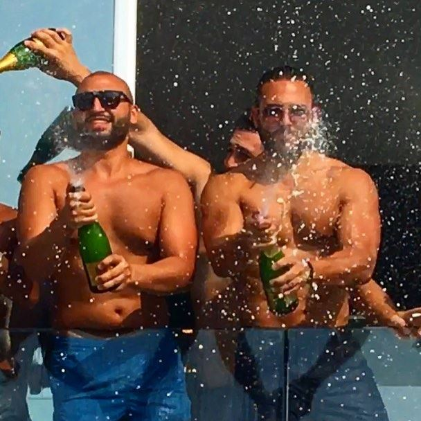 tb  sundayvibes  sundayfunday  moetchandon  champagne  champagneshowers ... (VEER Boutique Hotel & Beach Club)
