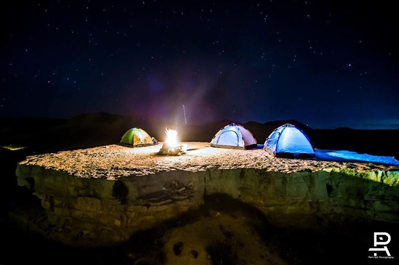 The floating rock camping  nightphotography ... (Akoura, Mont-Liban, Lebanon)