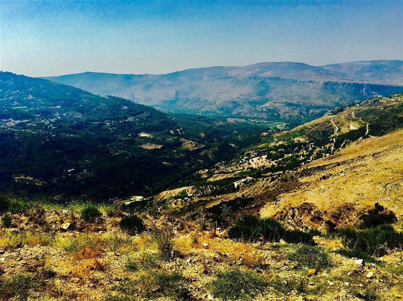 Climbing up to Jezzine, breathtaking views along death-defying mountain... (Jezzine District)