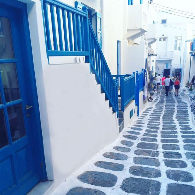 The town! Blue is the theme! The beauty of the small streets, the shops,... (Míkonos)