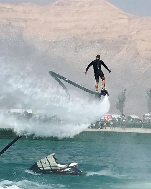 Just turn your back to the wind 💨 & give it a go 👌🏻 flyboard ... (Zaarour Club)