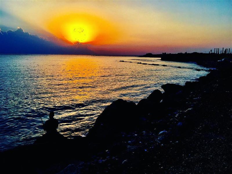 Throwback to one of my favourite Tyre sunsets. After a week on the road,... (Soûr, Al Janub, Lebanon)