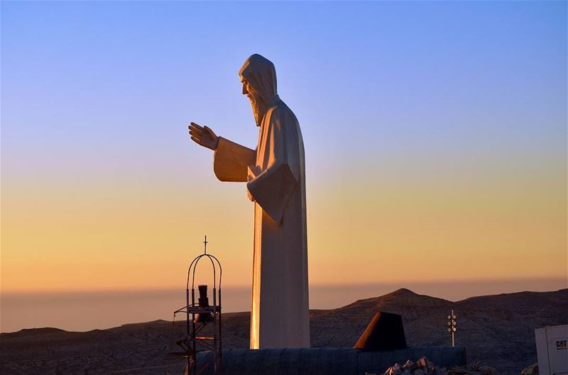 📿🌄❤ have a blessed day y'all  MarCharbel....... statue  sunset ... (Faraya, Mont-Liban, Lebanon)