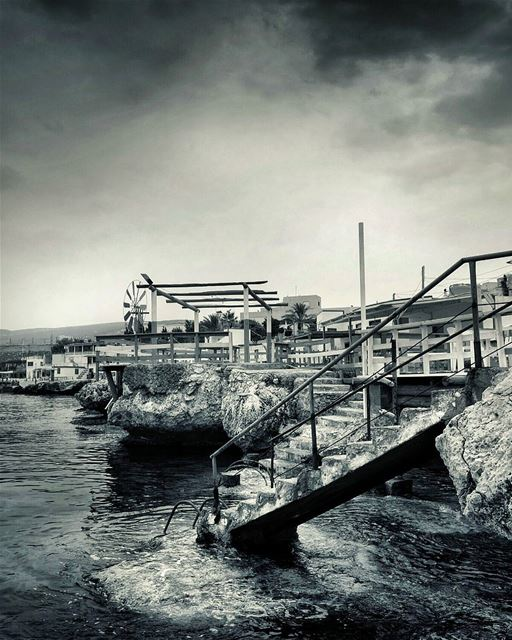 anfeh  north  lebanon  sea  stairs  cloudy  house  bw  nature  snapshot ... (Anfeh, Lebanon)