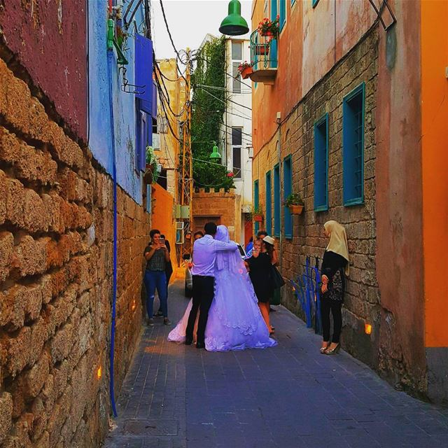 Newly married couple 💑 got  married in this  colourful city of Love❤ ... (Dar Alma)