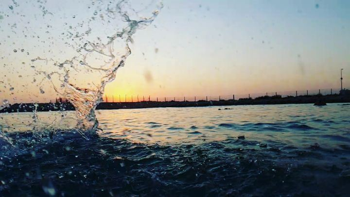 آخر ايام الصيفية  tb  slowmotion  water  sea  southlebanon  drops  sunset... (Soûr, Al Janub, Lebanon)