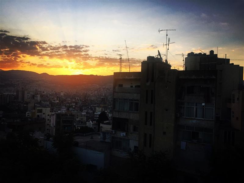 morning  sunrise  clouds  sky light  town  mountain  colors  buildings ... (Hôpital Libanais Geitaoui - CHU)