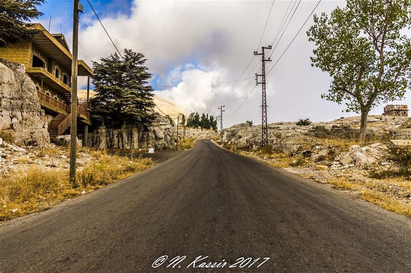 clouds  street  mountain  powerpole  Lebanon  ig_great_shots_me  bd_shotz... (Qanat Bakish, Mont-Liban, Lebanon)