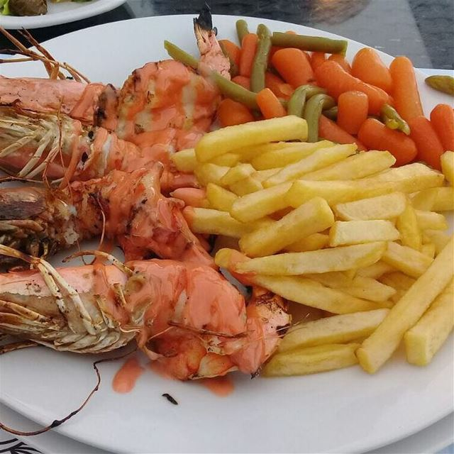 shrimps   friespotatoes   vegetablessaute   fresh  food  lebanesefood ...