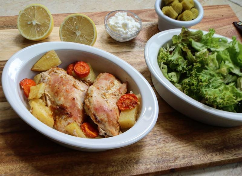 Oven baked chicken breasts with potato and carrots, a side green salad,... (Hadath)