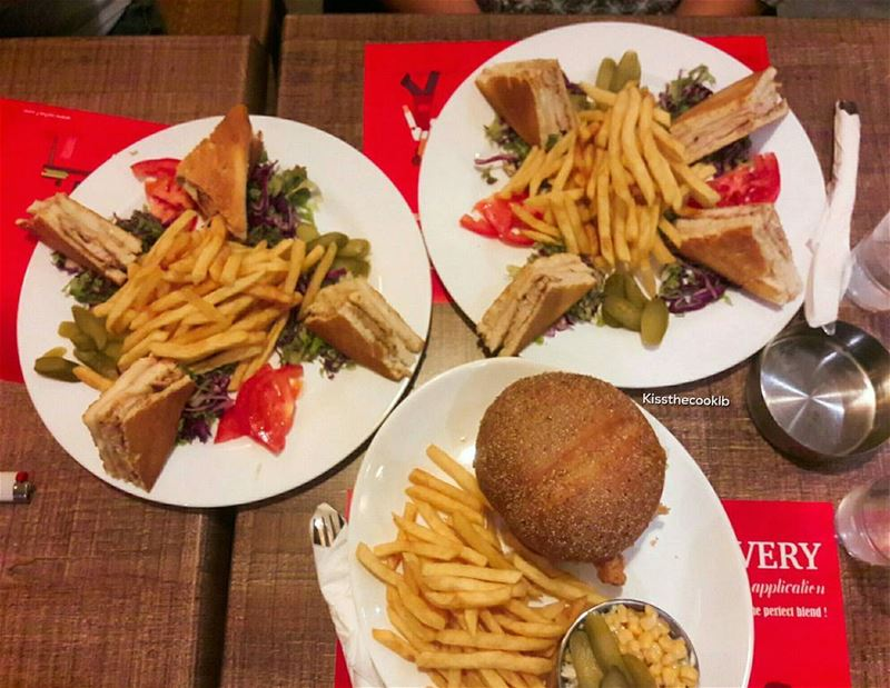 Cause food is the best therapy 🍔🍟 kissthecooklb  foodporn  lebfoodie ... (Sa7Se7)