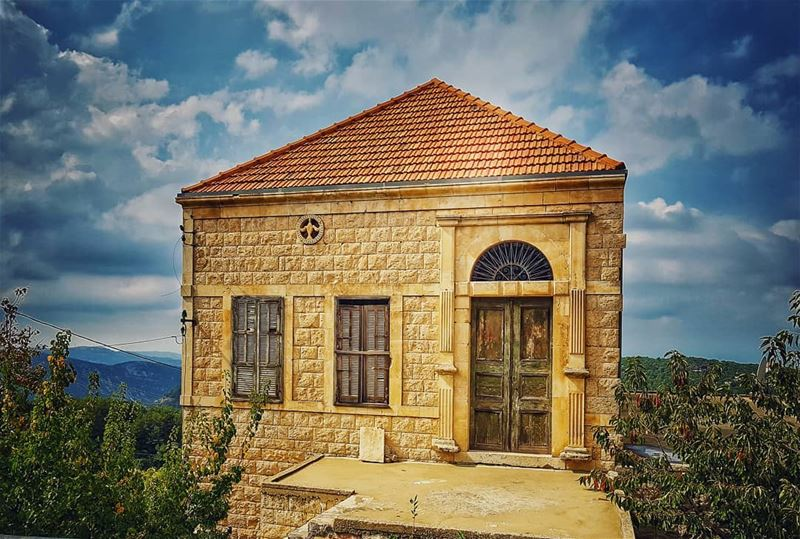 Less  house more  home 🏠 livelovehardine....... lebanonhouses ... (Hardîne, Liban-Nord, Lebanon)
