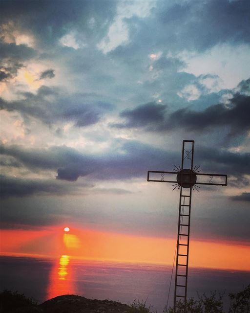 Magic hour 😍 lebanon  batroun  edde  sunset  clouds  sunsets  magichour ... (Batroûn)