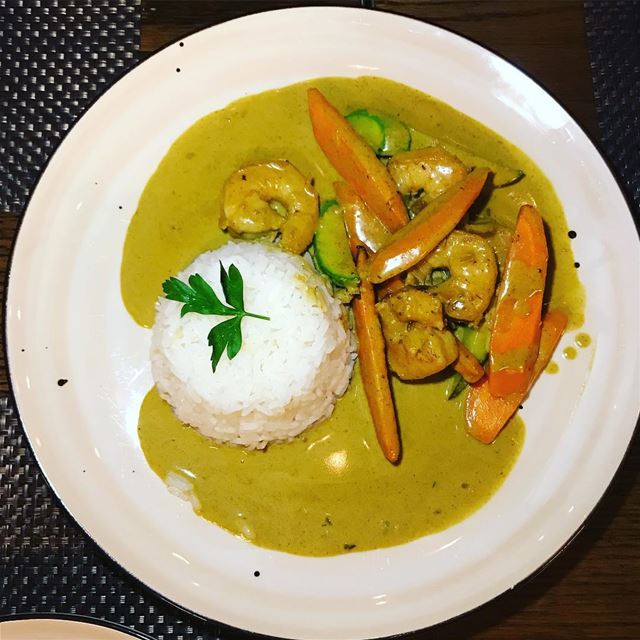How good can shrimp curry be ? It's been a while we didn't  taste a good... (Brass Beirut)