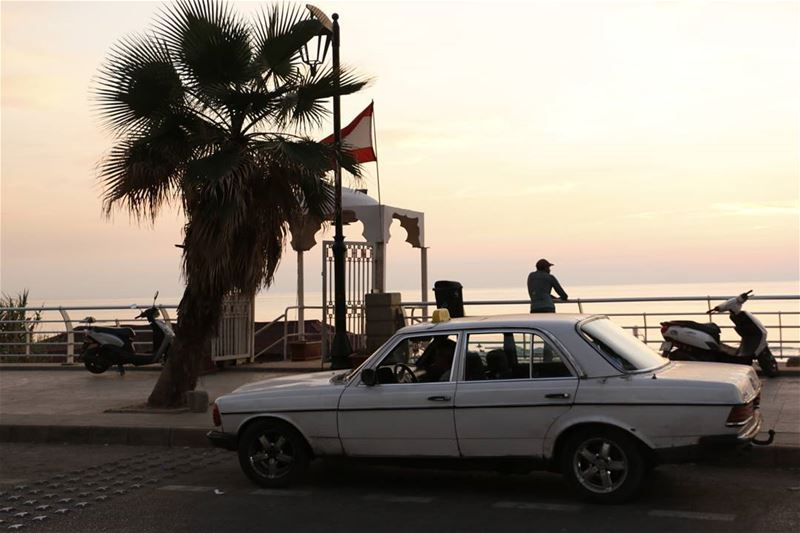 Waiting for some  publicbeach customers for his  vintage  lebanese ... (Ramlat Al Bayda', Beyrouth, Lebanon)
