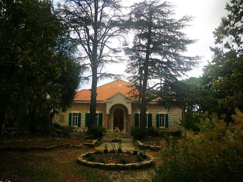 lebanonhouses archilovers nature house trees naturelovers igdaily... (Dahr Es-Suwan, Mont-Liban, Lebanon)