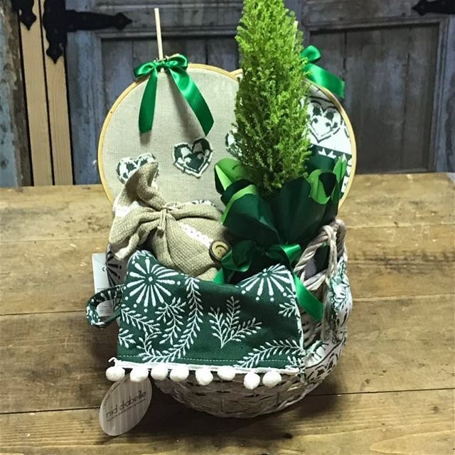 Basket full of 🎄& 💚 Write it on fabric by nid d'abeille  dreaming  of  a...