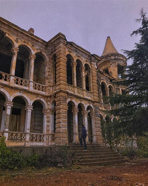Checking up on the ghosts🙋🏼‍♂️👻  tamnoune ... (Sawfar, Mont-Liban, Lebanon)