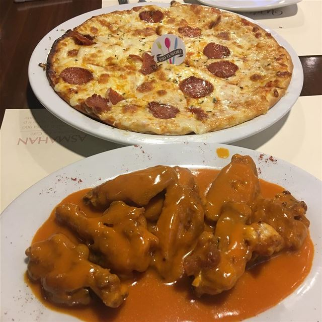Chicken wings and pepperoni pizza 🍕 😍 best combination for any Friday... (Maydan Ehden)