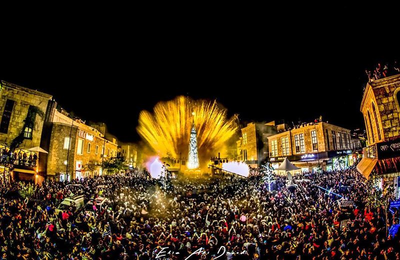No caption needed! The crowd says it all 🎅🏽🎄  christmastree ... (Byblos)