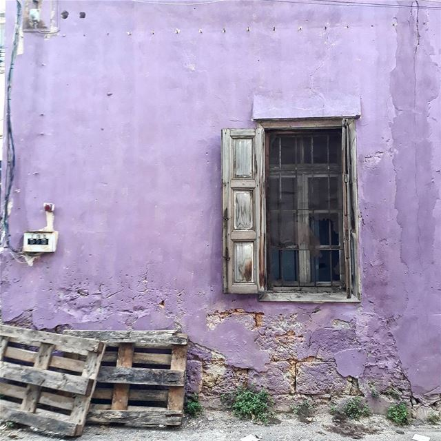 uglybeirut  uglycity  beirut  lebanon  wall  windows  lebanonhouses ... (Mar Mikhael-Armenia The Street)