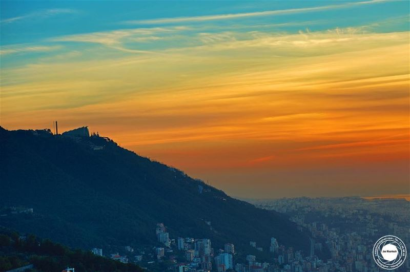 A sunset paints the sky as if there were no tomorrow... ( Harissa ) ...
