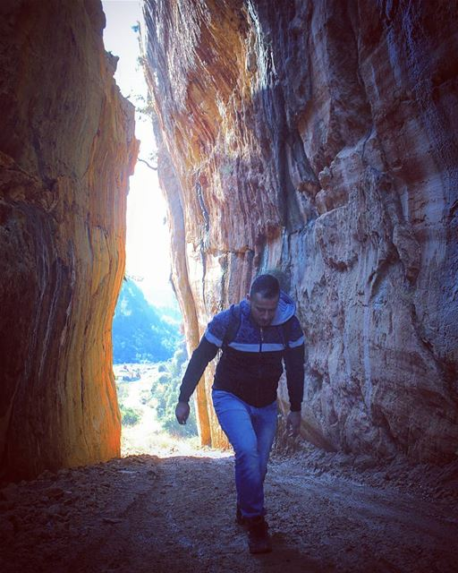 tb  sunday  hiking  rock  path  mountains  nature  mountlebanon  sun ... (Kafr Mattá, Mont-Liban, Lebanon)