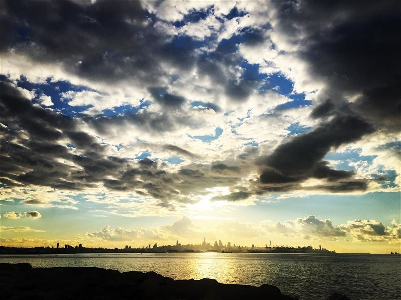nature  sunset  view  cloudy  weather  grey  dark  clouds  sky  ocean ... (La Marina Dbayeh)