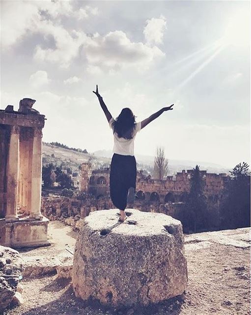 Wish you a lovely Sunday by @rachaelsarahx  Baalbeck Temples Castle Proud... (Baalbek , Roman Temple , Lebanon)