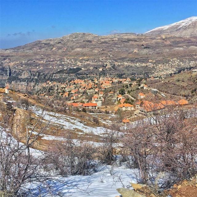 That's how a typical  Lebanese  village looks like in winter ❄️🏡🏠🏘❄️... (Hasroun)