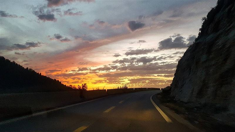 Road to heaven 🌅.... sunset  sky  skyline  nature  road  instagram ... (Shailei)