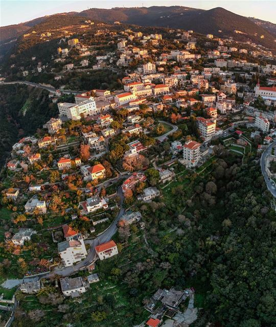 Sunset over Monaco or Ghazir 😎🇱🇧😎A well preserved hill 🌲🍀🌲 ... (Ghazir, Mont-Liban, Lebanon)