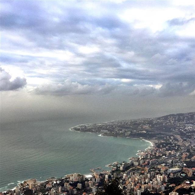 Mother nature at it's maximum over Jounieh bay ☀🌫Good afternoon igers. -- (Jounieh)