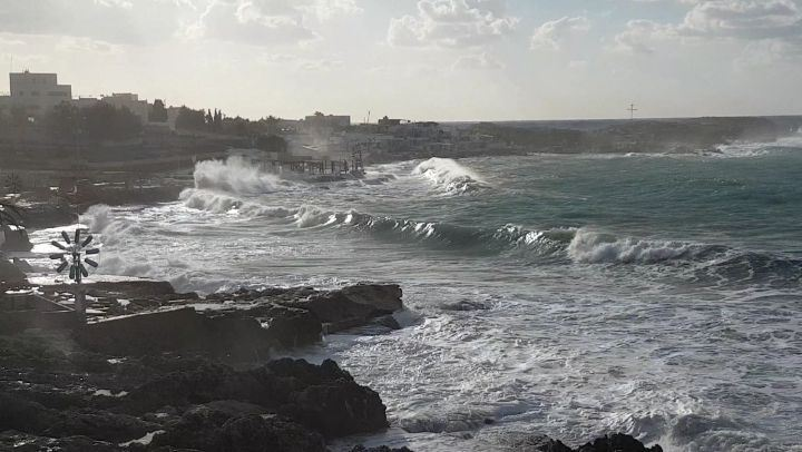 Raging sea  waves  sea  storm  winter  video  videooftheday  tagsforlikes ... (Enfeh)