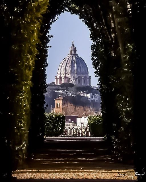 """ THE PICTURE FROM THE KEYHOLE ""*****Yes you read right :) it all begun... (Rome, Italy)"