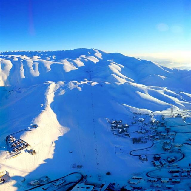Sunny Sunday and the Slopes are open! What are you waiting for?? يللا عالتل (Kfardebian,Mount Lebanon,Lebanon)